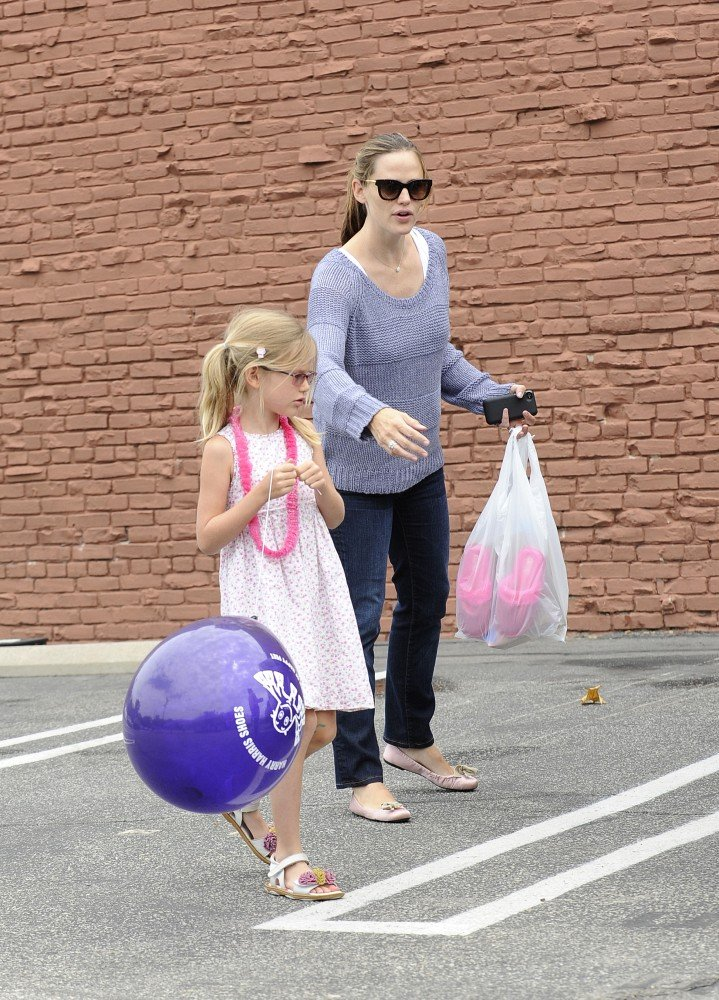 Jennifer Garner bought Violet slippers.