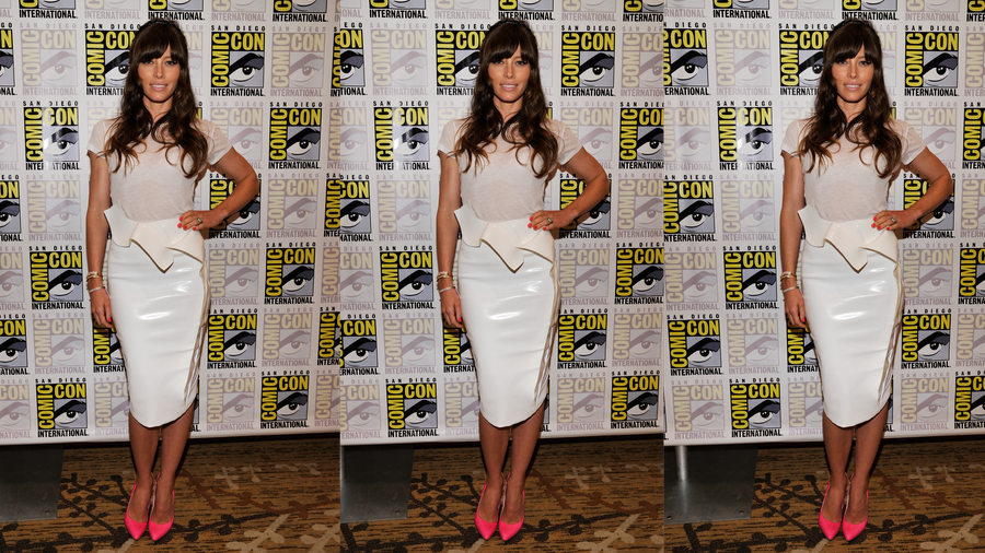 Jessica Biel Is a Comic-Con Standout in White-on-White — and Hot-Pink Heels