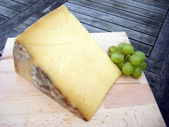 Montgomery&#039;s Cheddar 