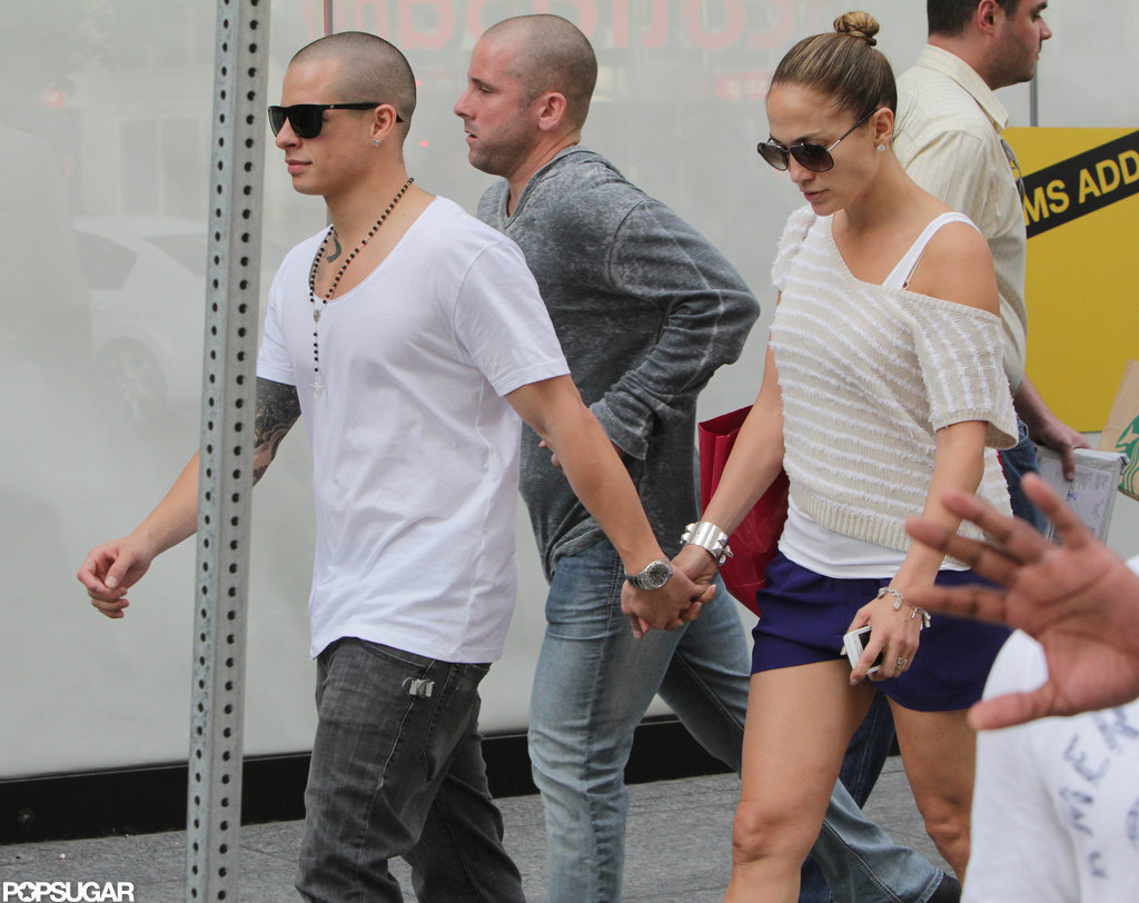 Jennifer Lopez and Casper Smart showed PDA.