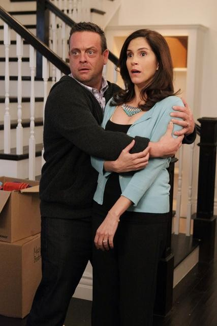 Jami Gertz and Lenny Venito on The Neighbors.