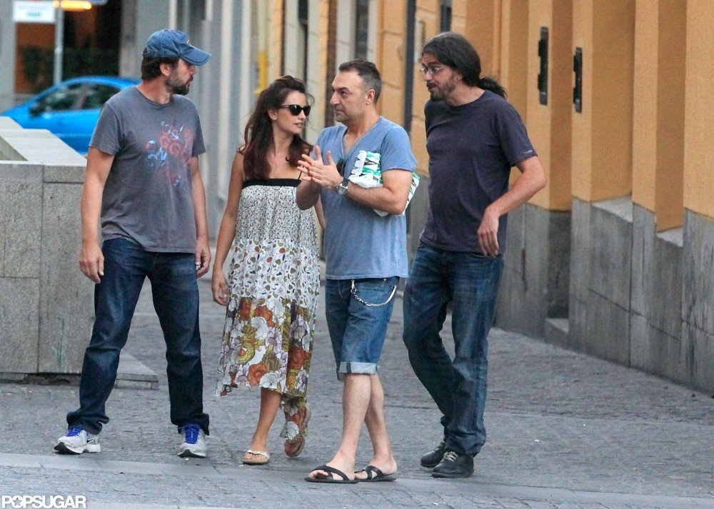 Javier Bardem and Penelope Cruz left the Madrid restaurant with friends.
