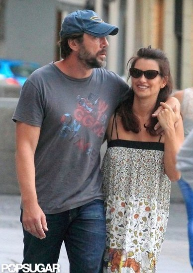 Javier Bardem and Penelope Cruz showed affection after lunch at an outdoor café.