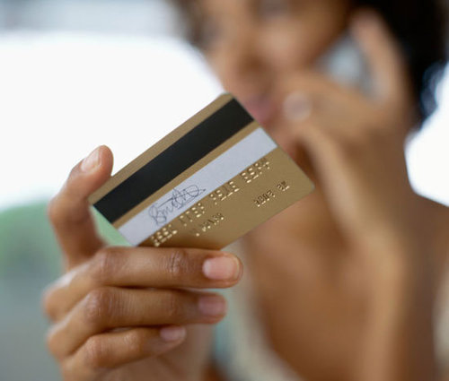 Avoid Credit Card Fees When Overseas