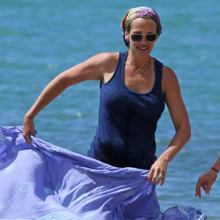 Julia Roberts Paddleboards in Hawaii | Pictures