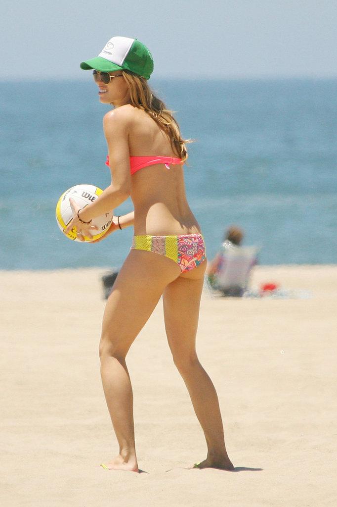 AnnaLynne McCord held a volleyball on the beach.