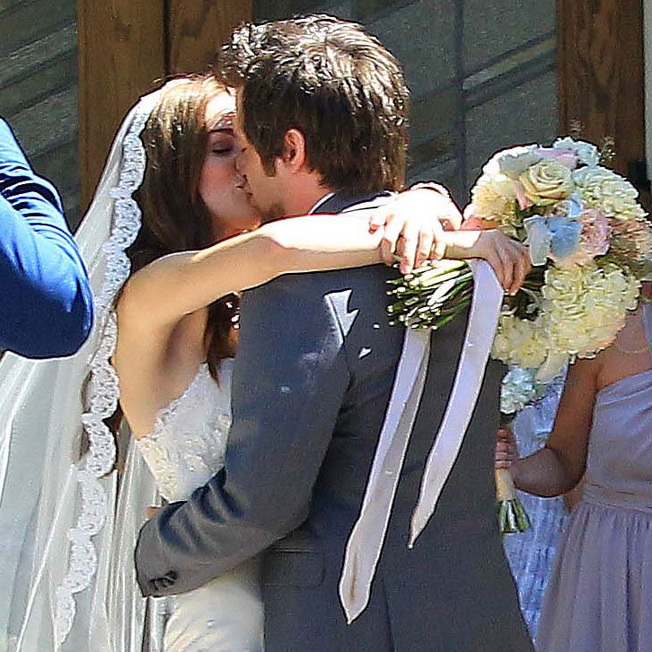 Lee DeWyze kissed Jonna Walsh.