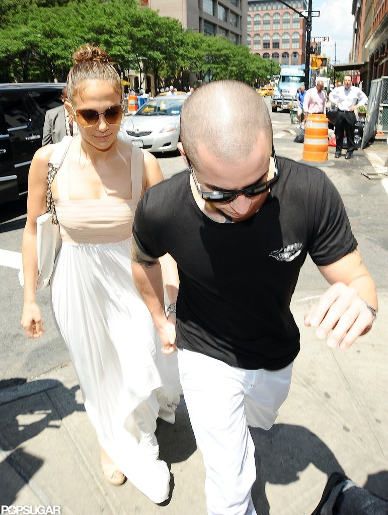 Jennifer Lopez and Casper Smart held hands on the way to lunch.