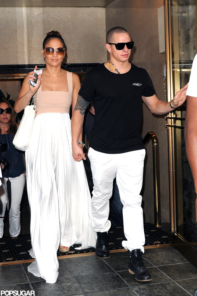 Jennifer Lopez waved as she walked out of lunch with Casper Smart.