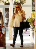 Pregnant Sarah Michelle Gellar went grocery shopping.