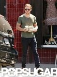 Ryan Gosling grabbed lunch to go.