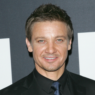 The Bourne Legacy Premiere Interviews (Video)