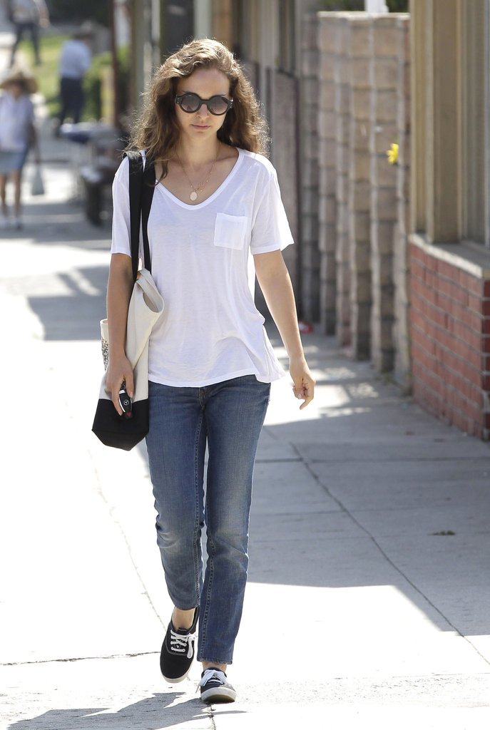 Natalie Portman carried a tote bag.