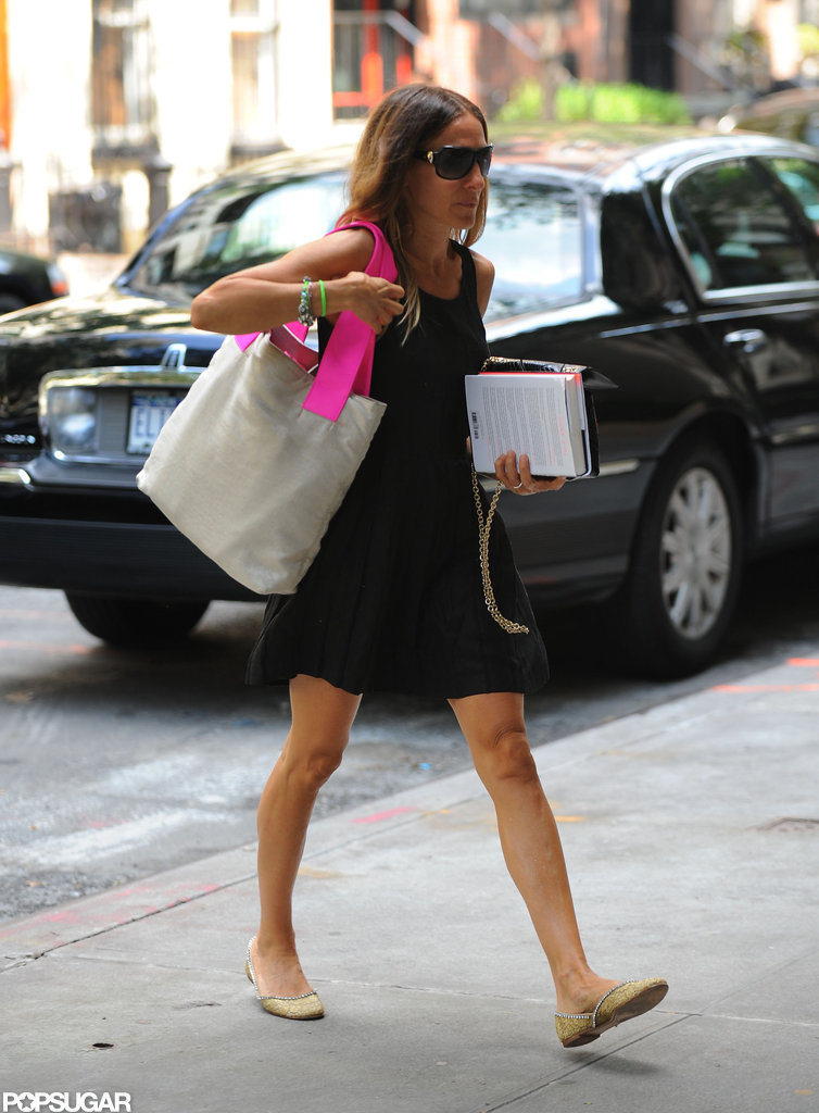 Sarah Jessica Parker carried a tote bag and held on to a copy of Gone Girl.
