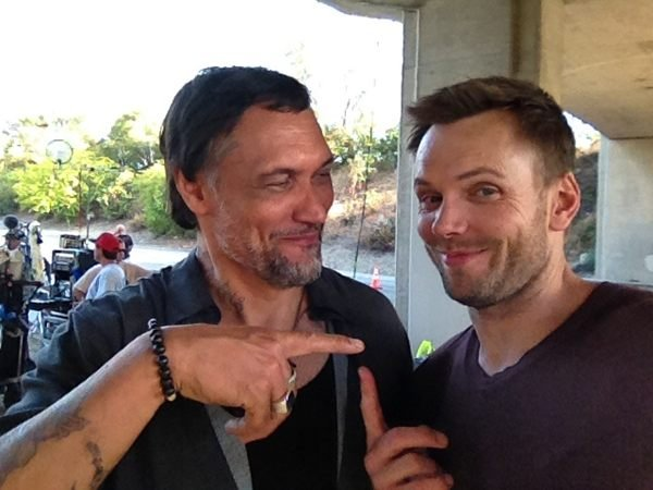 Joel McHale hung out on the set of Sons of Anarchy. Source: Twitter user JoelMcHale