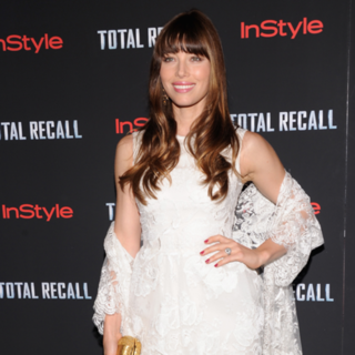 Jessica Biel in Elie Saab at NYC Total Recall Premiere (Video)
