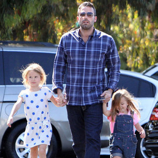 Ben Affleck Takes His Daughters to the Market | Pictures
