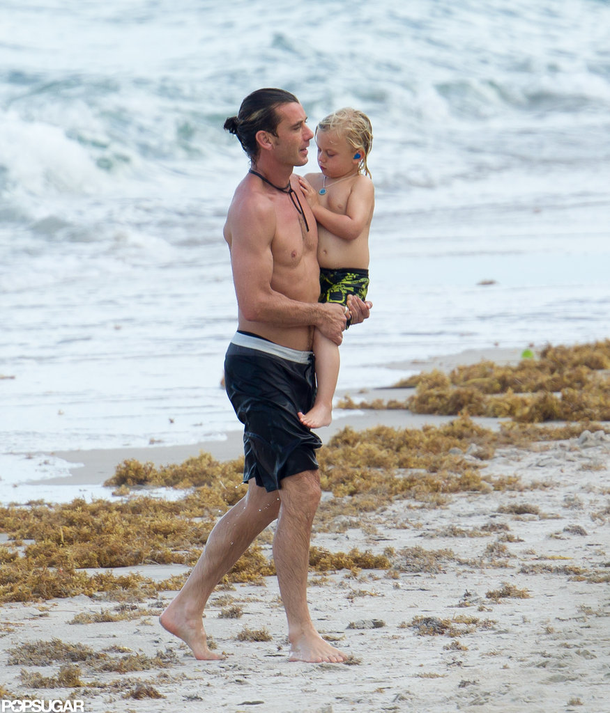 Gavin Rossdale carried son Zuma on the beach in Miami.