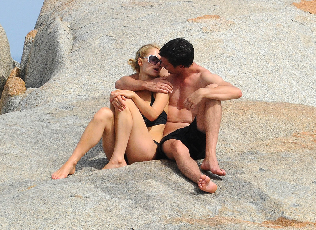 Paris Hilton and her new man shared a sweet kiss under the sun.