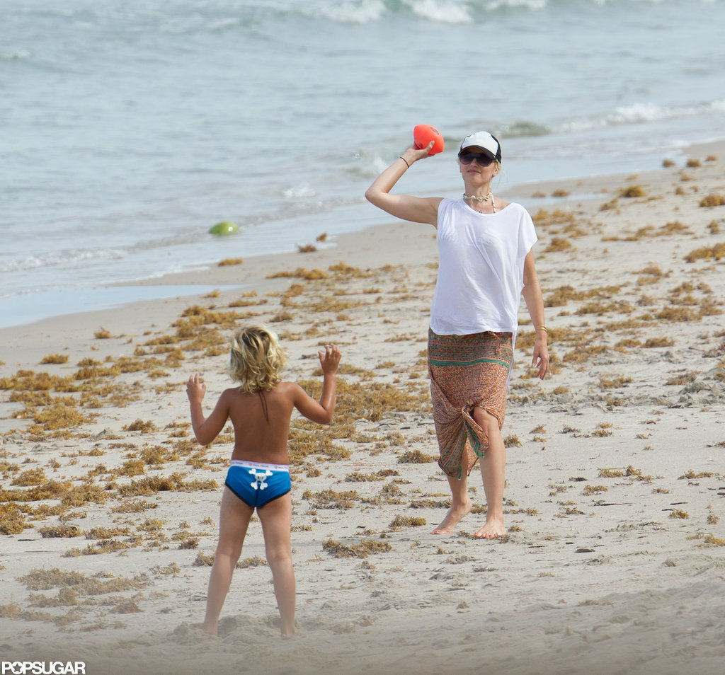 Gwen Stefani and son Kingston had a nerf football catch.