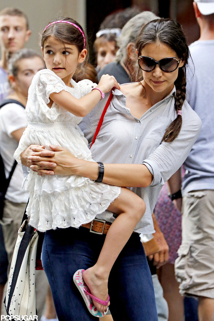 Katie Holmes and Suri Cruise waited for a cab.