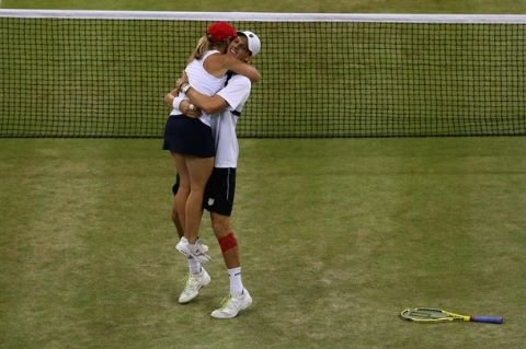 Tennis players Lisa Raymond and Mike Bryan celebrated after their match.  Source: Twitter user Bryanbros