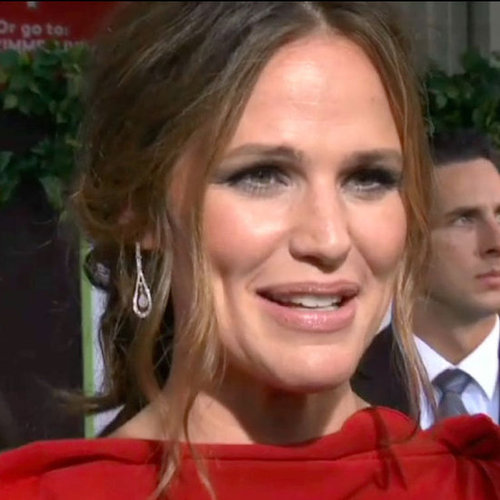 Jennifer Garner Red Dress at Premiere (Video)
