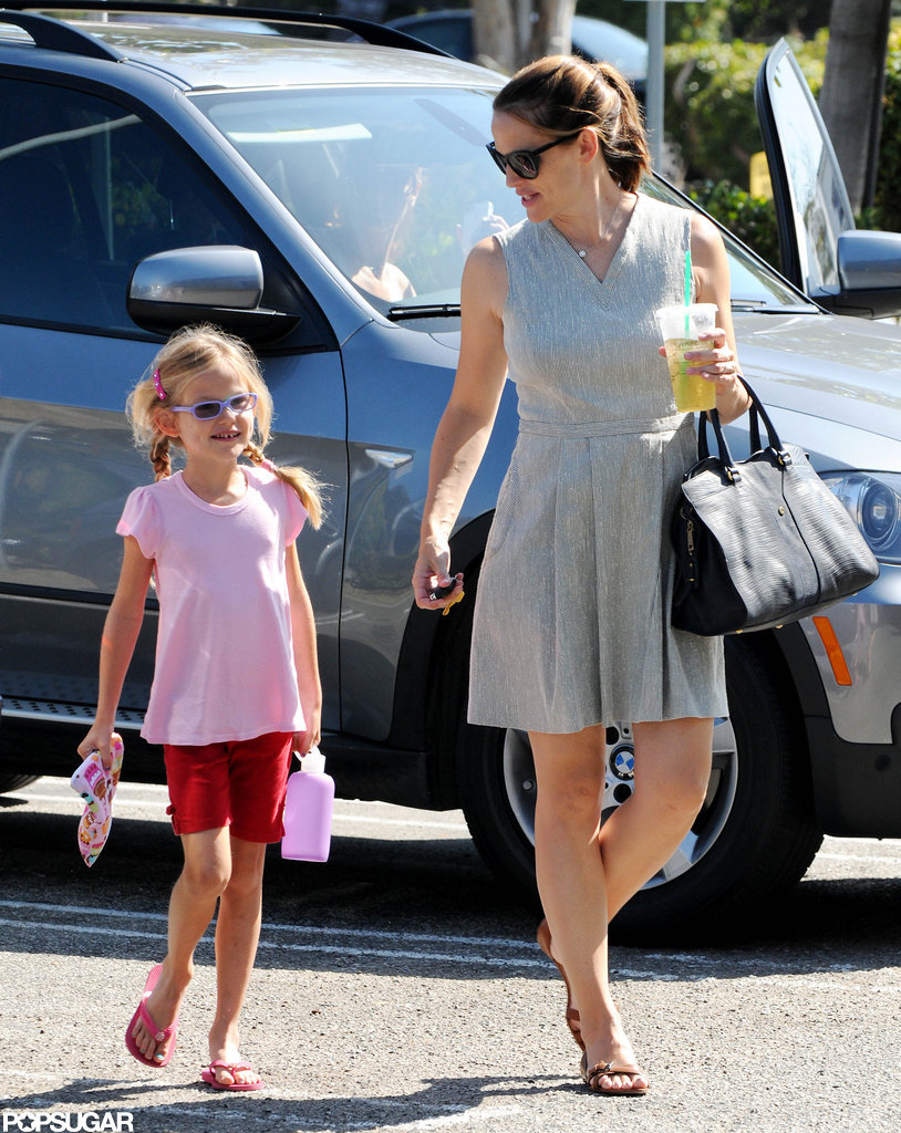 Jennifer Garner Gets Smiley With Violet at Gymnastics