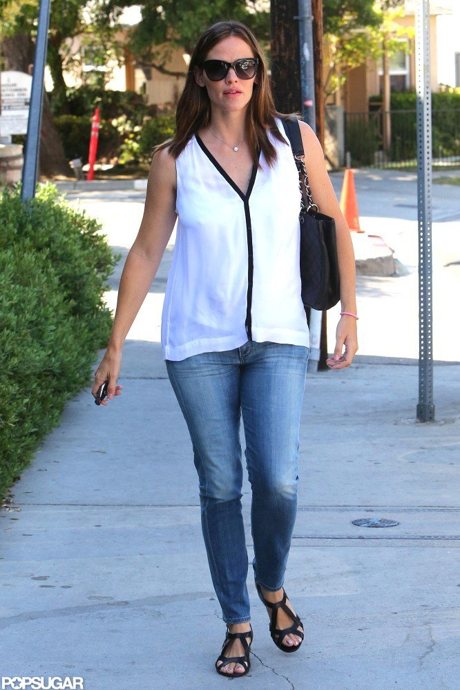 Jennifer Garner wore a cute pair of sandals in Brentwood.