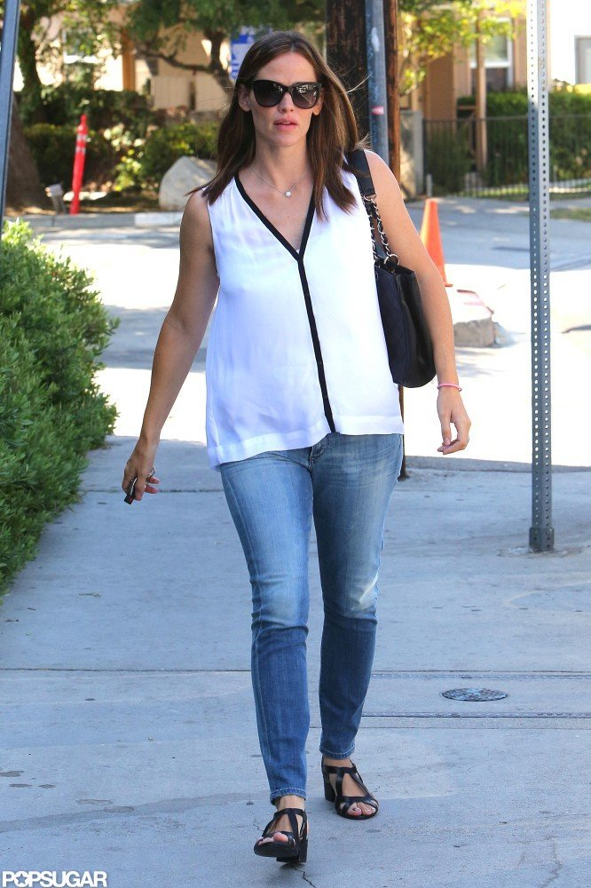 Jennifer Garner walked down the street in Brentwood.