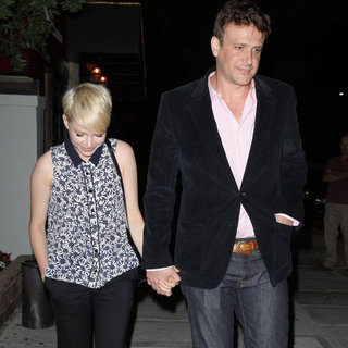 Michelle Williams and Jason Segel Hold Hands | Pictures