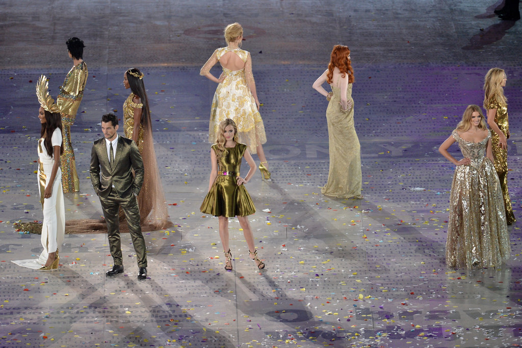 Another angle of this supermodel circle — how epic was Jourdan Dunn's Stephen Jones gold feather headdress?
