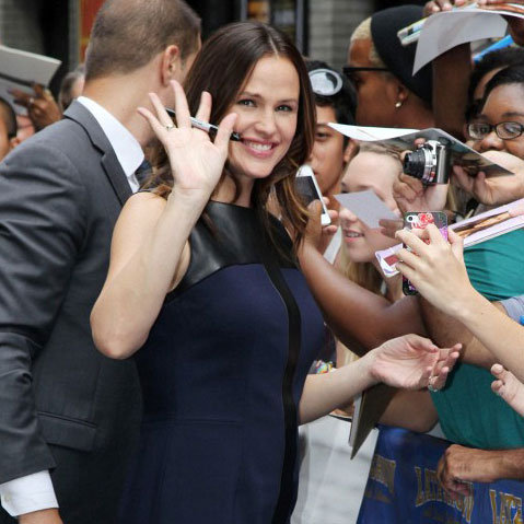 Jennifer Garner Shopping at Prada Pictures
