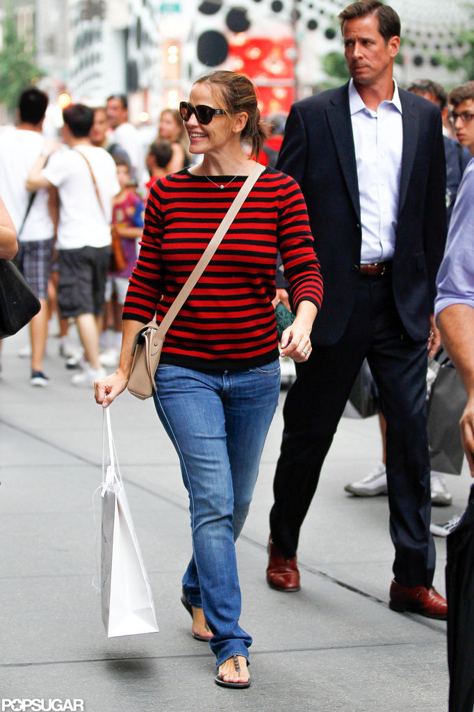 Jennifer Garner smiled while walking in NYC.