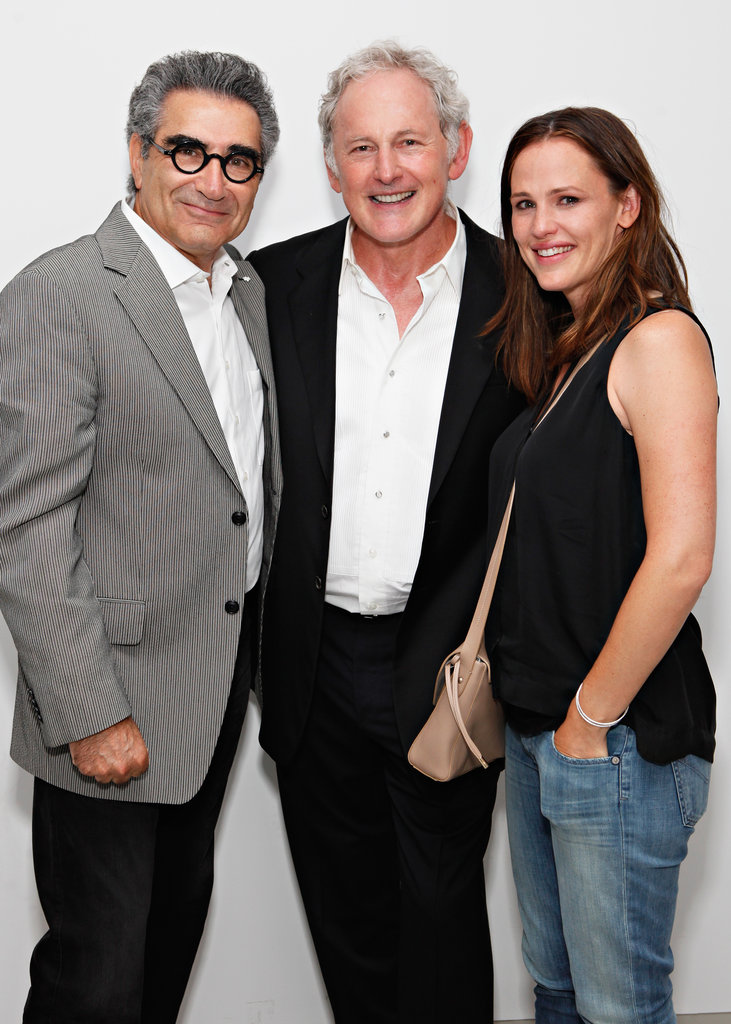 Jennifer Garner, Victor Garber and Eugene Levy posed for a photo.