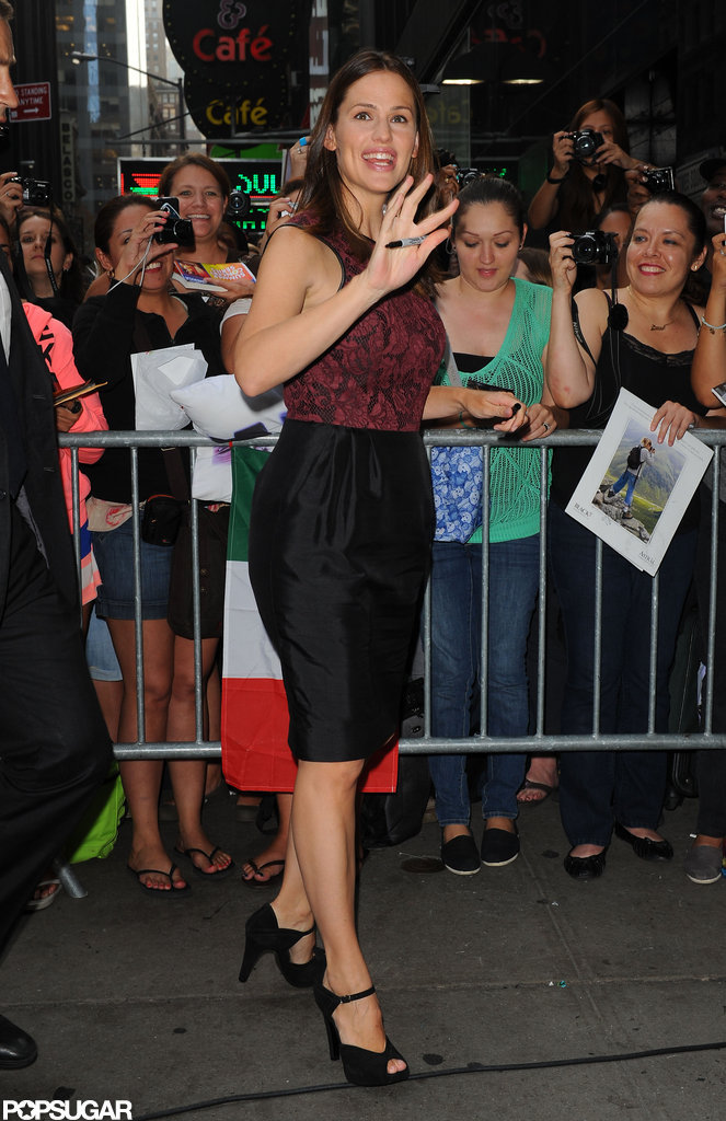 Jennifer Garner waved to fans outside of Good Morning America.