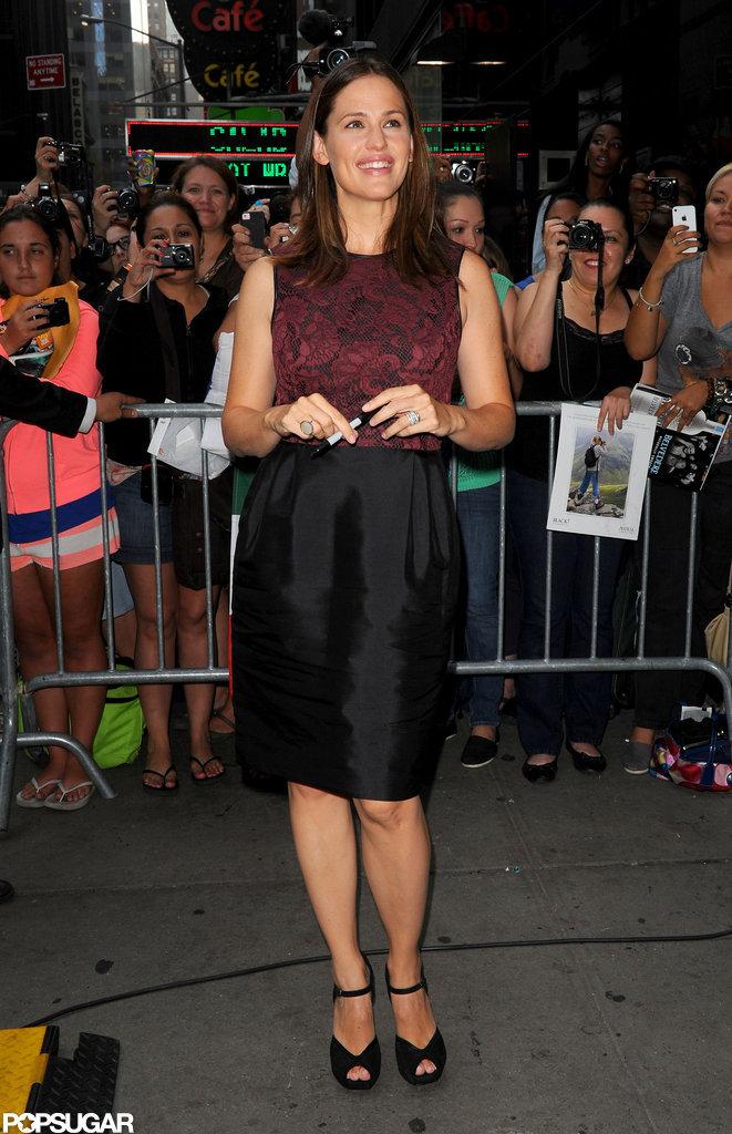 Jennifer Garner posed outside of Good Morning America.