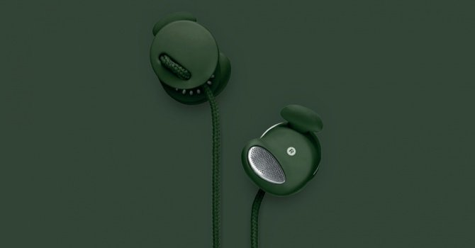 Sleek minimal design meets Fall's prettiest evergreen hue in this svelte earphone set.  Urbanears Medis in Forest ($50)