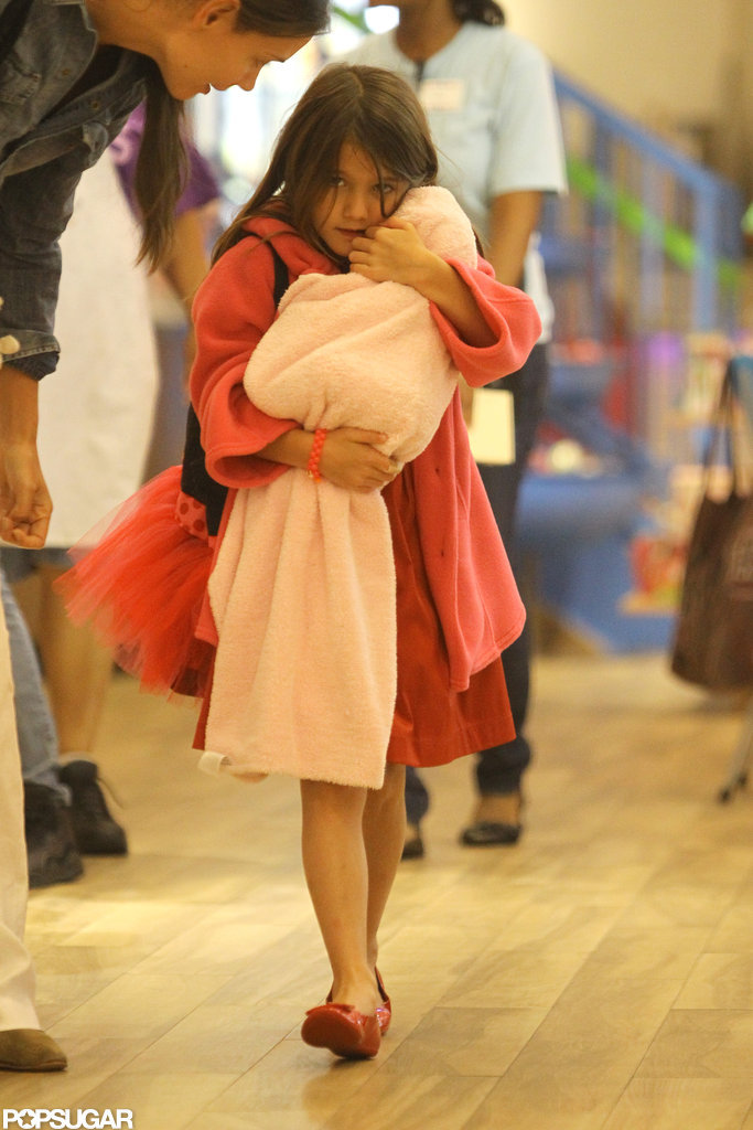 Suri Cruise held a doll in a pink blanket.