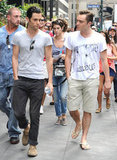 Ed Westwick and Penn Badgley chatted on theGossip Girl set in NYC.