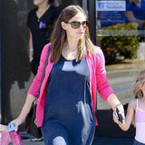 Jennifer Garner held hands with her girls.