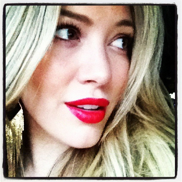 A glam-looking Hilary Duff donned red lipstick for a night out. Source: Twitter user HilaryDuff