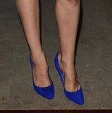 A bright heel can always add interest to an effort, as evidenced by Laetitia's blue pumps choice.