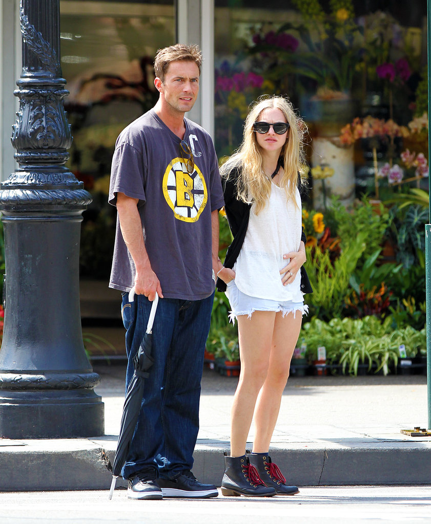 Amanda Seyfried and new boyfriend Desmond Harrington (he plays Jack Bass in Gossip Girl!) held hands while out and about in New York on August 27.