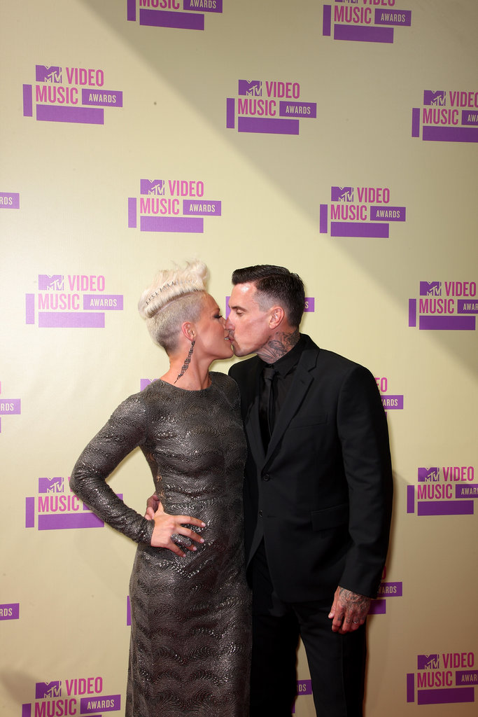 Pink and Carey Hart kissed at the VMAs.