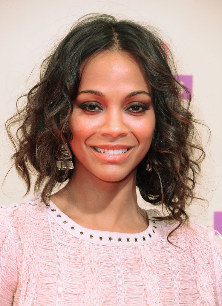 Zoe Saldana wore her hair in loose curls at the VMAs.
