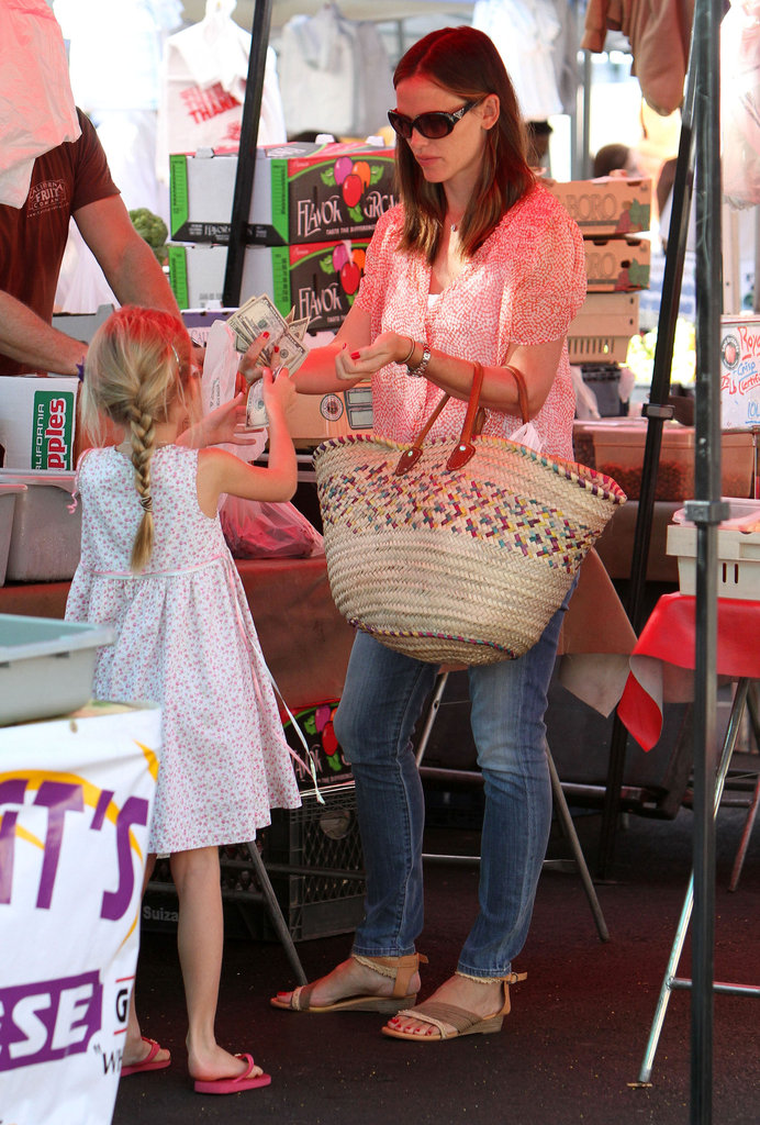 Jennifer Garner Shops LA With Samuel, Vi, and Sera