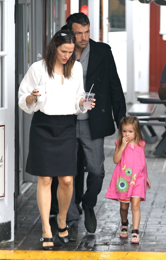 Jennifer Garner made a breakfast stop with Ben Affleck and Serpaphina Affleck.