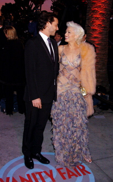 Gavin Rossdale and Gwen Stefani smiled at each other during the Vanity Fair Oscars party in February 2004.