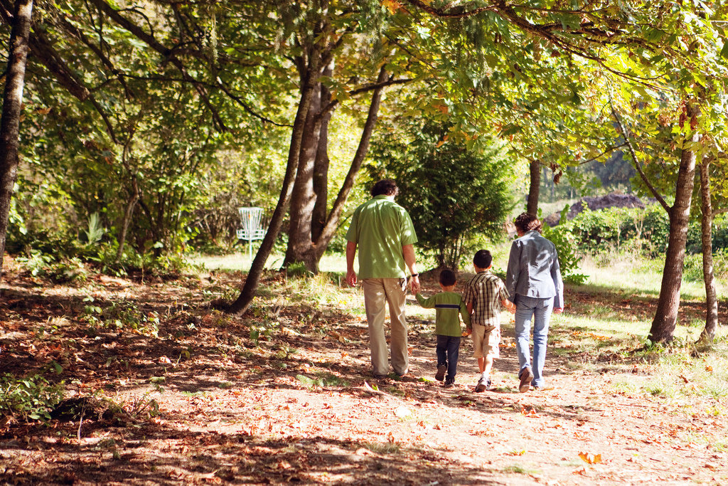 10 Just-About-Free Things to Do With Your Tot This Fall